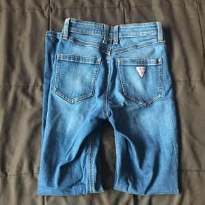 Guess 1981 High-Rise Skinny Jean